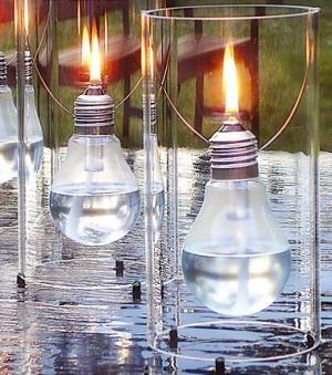 Lámpara de aceite con una bombilla