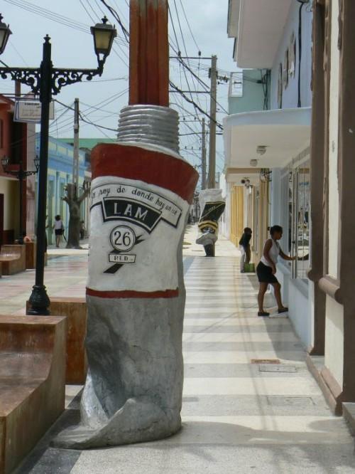 Farolas diseñadas por la Escuela Local de Bellas Artes de Bayamo